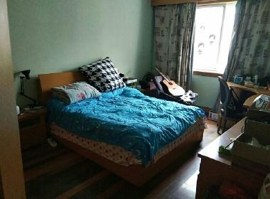 闵行莲花公寓(莲花路325弄) 2室2厅1卫