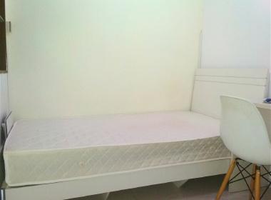 东方海雅居 1室0厅0卫