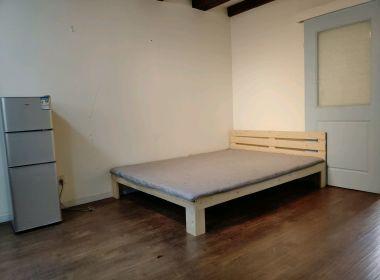 同济沪北小院 2室1厅1卫