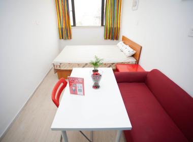 橙家国际青年公寓(沪太店) 1室0厅1卫