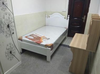 龙阳小区 1室0厅0卫