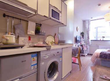 魔方公寓(紫竹院店) 1室0厅1卫